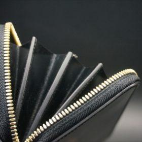 新喜皮革社製オイルコードバンのブラックカラーのラウンドファスナー長財布(ゴールド色)-1-10