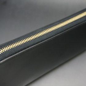 新喜皮革社製オイルコードバンのブラックカラーのラウンドファスナー長財布(ゴールド色)-1-4