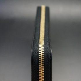 新喜皮革社製オイルコードバンのブラックカラーのラウンドファスナー長財布(ゴールド色)-1-6