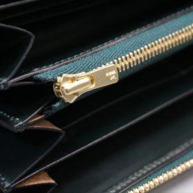 新喜皮革社製オイルコードバンのグリーンを使用したラウンドファスナー長財布(ゴールド色)-11