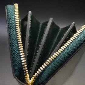 新喜皮革社製オイルコードバンのグリーンを使用したラウンドファスナー長財布(ゴールド色)-13