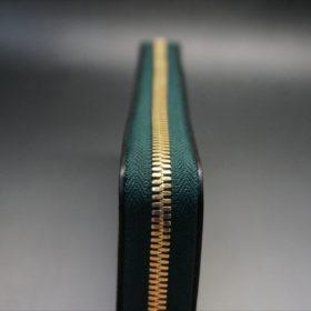 新喜皮革社製オイルコードバンのグリーンを使用したラウンドファスナー長財布(ゴールド色)-5