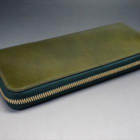 新喜皮革社製オイルコードバンのグリーンを使用したラウンドファスナー長財布(ゴールド色)-6