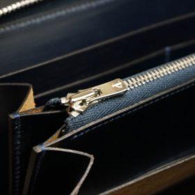新喜皮革社製オイルコードバンのネイビーカラーのラウンドファスナー長財布(ファスナーシルバー)-11