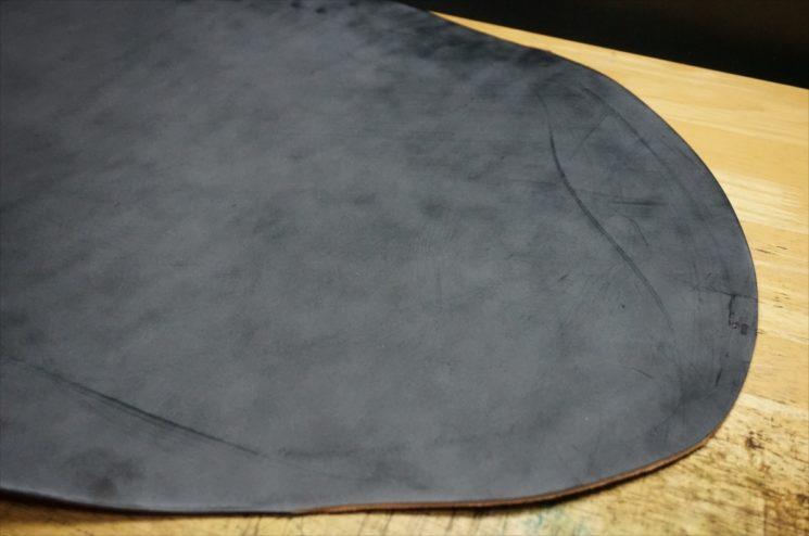 新喜皮革社製顔料仕上げ蝋引き加工のコードバン