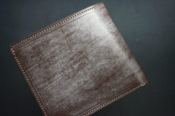 メトロポリタン社製ブライドルレザーのベンズ部位のダークブラウン色の二つ折り財布(ゴールド)-1-1