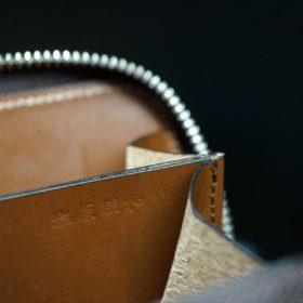 セドウィック社製ブライドルレザーのヘーゼル色のラウンドファスナー小銭入れ(シルバー色)-1-12