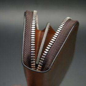 ホーウィン社製シェルコードバンのバーボン色のラウンドファスナー小銭入れ(シルバー色)-1-9