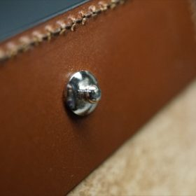 ホーウィン社製シェルコードバンのバーボン色の二つ折り財布(小銭入れ付き/シルバー)-1-14