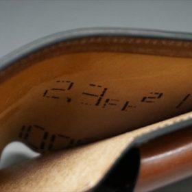 ホーウィン社製シェルコードバンのバーボン色の二つ折り財布(小銭入れ付き/シルバー)-1-7