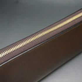 ロカド社製オイルコードバンのブラウン色のラウンドファスナー長財布(ゴールド色)-1-4