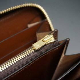 ロカド社製オイルコードバンのブラウン色のラウンドファスナー長財布(ゴールド色)-1-9