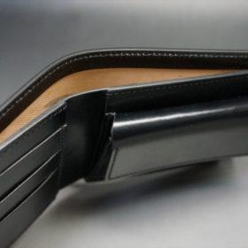 新喜皮革社製顔料仕上げコードバンのブラック色の二つ折り財布(ゴールド色)-1-4
