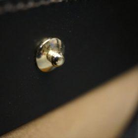 新喜皮革社製顔料仕上げコードバンのダークブラウン色の二つ折り財布(ゴールド色)-1-12