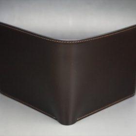 新喜皮革社製顔料仕上げコードバンのダークブラウン色の二つ折り財布(ゴールド色)-1-2