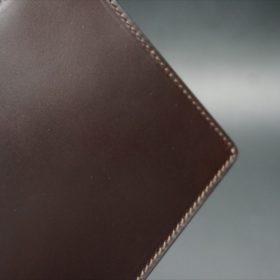 新喜皮革社製顔料仕上げコードバンのダークブラウン色の二つ折り財布(ゴールド色)-1-3