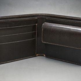 新喜皮革社製顔料仕上げコードバンのダークブラウン色の二つ折り財布(ゴールド色)-1-6