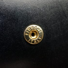新喜皮革社製蝋引き顔料仕上げコードバンのブラック色の二つ折り財布(ゴールド色)-1-10