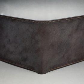 新喜皮革社製蝋引き顔料仕上げコードバンのダークブラウン色の二つ折り財布(ゴールド色)-1-2