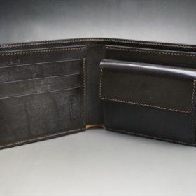 新喜皮革社製蝋引き顔料仕上げコードバンのダークブラウン色の二つ折り財布(ゴールド色)-1-6
