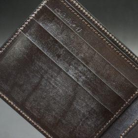 新喜皮革社製蝋引き顔料仕上げコードバンのダークブラウン色の二つ折り財布(ゴールド色)-1-7