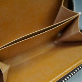 ホーウィン社製シェルコードバンのバーボン色のラウンドファスナー小銭入れ(シルバー)-2-10