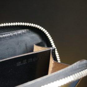ホーウィン社製シェルコードバンのブラック色のラウンドファスナー小銭入れ(シルバー色)-1-14