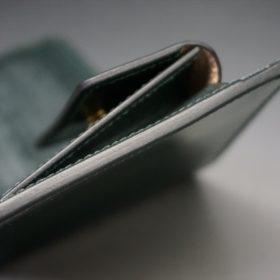 レーデルオガワ社製染料仕上げコードバンのグリーン色の二つ折り財布(ゴールド色)-1-3