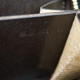 ロカド社製オイルコードバンのバーガンディ色のラウンドファスナー小銭入れ(ゴールド色)-2-10
