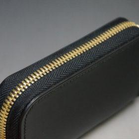 新喜皮革社製オイルコードバンのブラック色のラウンドファスナー小銭入れ(ゴールド色)-1-3