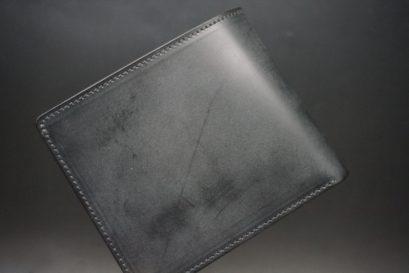 新喜皮革社製顔料仕上げ蝋引きコードバンのブラック色の二つ折り財布(小銭入れなし)-1-1