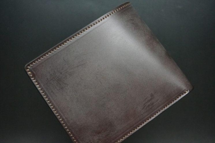 新喜皮革社製顔料仕上げ蝋引きコードバンのダークブラウン色の二つ折り財布(小銭入れなしタイプ)-1-1