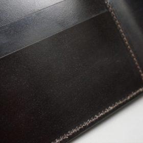 新喜皮革社製顔料仕上げ蝋引きコードバンのダークブラウン色の二つ折り財布(小銭入れなしタイプ)-1-10