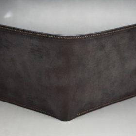 新喜皮革社製顔料仕上げ蝋引きコードバンのダークブラウン色の二つ折り財布(小銭入れなしタイプ)-1-2