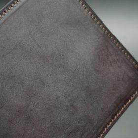 新喜皮革社製顔料仕上げ蝋引きコードバンのダークブラウン色の二つ折り財布(小銭入れなしタイプ)-1-3