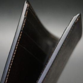 新喜皮革社製顔料仕上げ蝋引きコードバンのダークブラウン色の二つ折り財布(小銭入れなしタイプ)-1-5