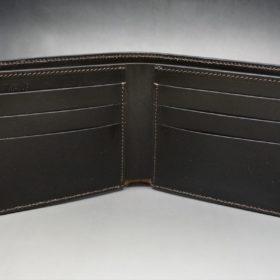 新喜皮革社製顔料仕上げ蝋引きコードバンのダークブラウン色の二つ折り財布(小銭入れなしタイプ)-1-7