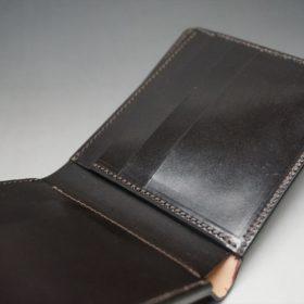 新喜皮革社製顔料仕上げ蝋引きコードバンのダークブラウン色の二つ折り財布(小銭入れなしタイプ)-1-8