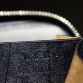 ホーウィン社製シェルコードバンのネイビー色のラウンドファスナー小銭入れ(シルバー色)-1-13