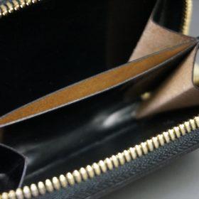 ホーウィン社製シェルコードバンのブラック色のラウンドファスナー小銭入れ(ゴールド色)-1-13