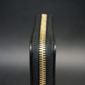 ホーウィン社製シェルコードバンのブラック色のラウンドファスナー小銭入れ(ゴールド色)-1-5