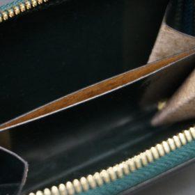 ホーウィン社製シェルコードバンのグリーン色のラウンドファスナー小銭入れ(ゴールド色)-1-12