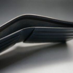 レーデルオガワ社製オイル仕上げコードバンのネイビー色の二つ折り財布(小銭入れなし)-1-5