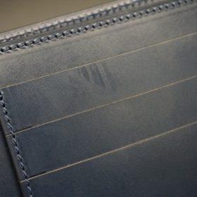 レーデルオガワ社製オイル仕上げコードバンのネイビー色の二つ折り財布(小銭入れなし)-1-8