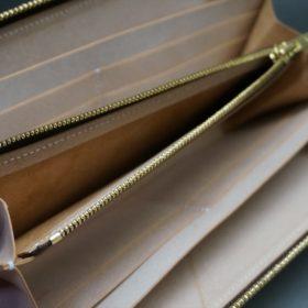 新喜皮革社製オイルコードバンのナチュラル色のラウンドファスナー長財布(ゴールド色)-1-12