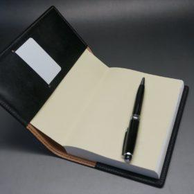 セドウィック社製ブライドルレザーのブラック色のA6判手帳カバー(15mm用)のご使用イメージ-1