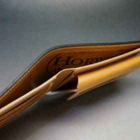 ホーウィン社製シェルコードバンのバーボン色の二つ折り財布(ゴールド色)-2-5