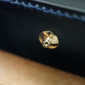 ホーウィン社製シェルコードバンのネイビー色の二つ折り財布(ゴールド色)-1-12