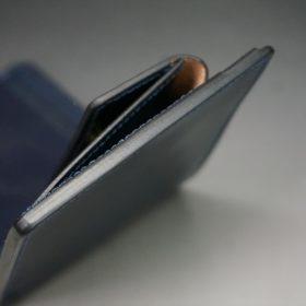 ホーウィン社製シェルコードバンのネイビー色の二つ折り財布(ゴールド色)-1-4