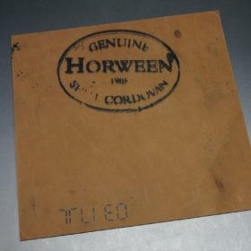 ホーウィン社製シェルコードバンのバーボン色のスタンプ側のラウンドファスナー長財布(ゴールド色)-1-17